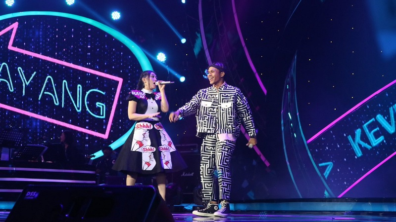 https: img-z.okeinfo.net content 2018 04 23 598 1890589 kevin-dan-via-vallen-buka-panggung-final-indonesian-idol-lewat-sayang-avTJi0yu0P.jpg