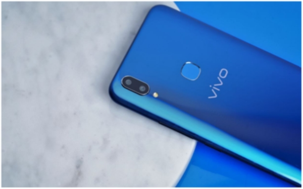 https: img-z.okeinfo.net content 2018 04 24 16 1890871 lihat-tampilan-stylish-dari-vivo-v9-cool-blue-limited-edition-EhmIVBUuEu.jpg