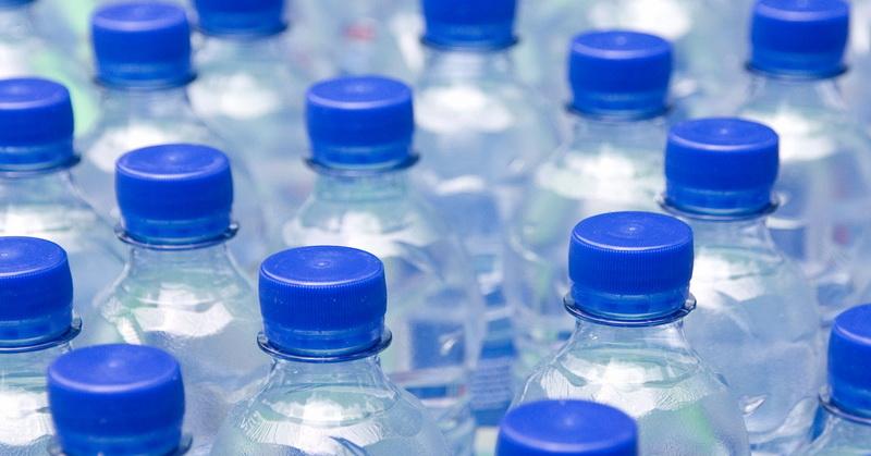 https: img-z.okeinfo.net content 2018 04 27 481 1892191 cegah-dehidrasi-berapa-banyak-air-yang-harus-kita-minum-WDaD9cPQKB.jpg