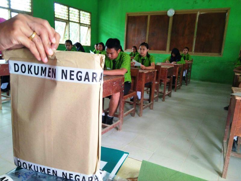 https: img-z.okeinfo.net content 2018 04 29 340 1892595 dilema-siswa-perbatasan-sekolah-atau-bekerja-di-malaysia-75VU9zTauy.jpg
