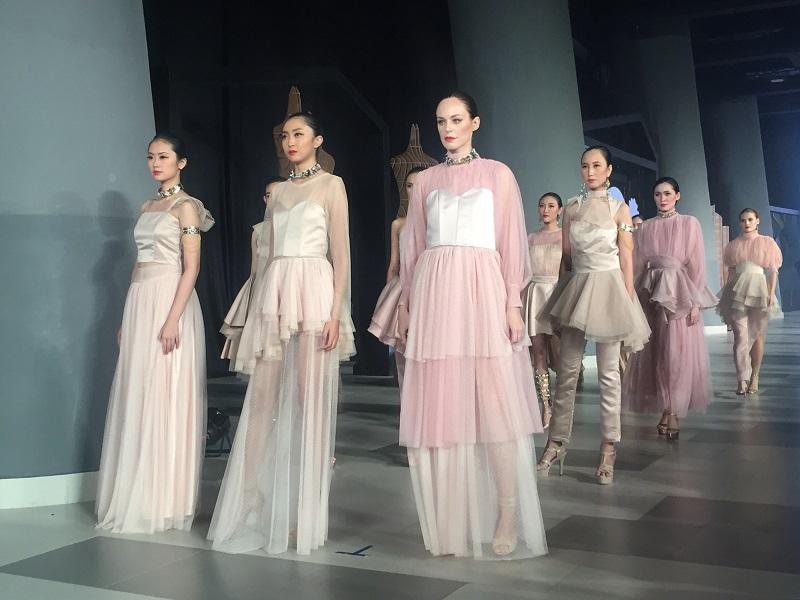 https: img-z.okeinfo.net content 2018 05 04 194 1894628 renaissance-empire-cantik-dan-megahnya-italian-cocktail-dress-ala-abad-15-6cBZRCT2gY.JPG