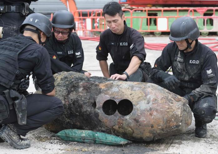 https: img-z.okeinfo.net content 2018 05 11 18 1897132 ribuan-warga-dievakuasi-setelah-bom-pd-ii-ditemukan-di-hong-kong-OogX3T00Jc.jpg