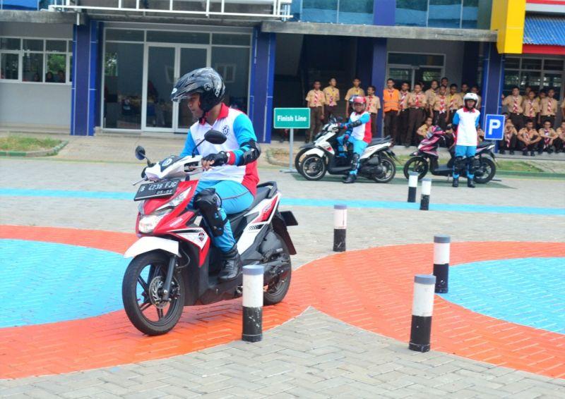 https: img-z.okeinfo.net content 2018 05 12 15 1897403 dukung-peran-keselamatan-honda-bangun-lab-safety-riding-di-cikarang-v2Aq9gozTM.jpg