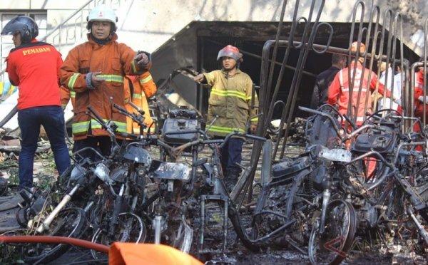 https: img-z.okeinfo.net content 2018 05 13 15 1897795 mobil-rusak-akibat-bom-surabaya-bisa-di-cover-asuransi-DBKlZqP0sD.jpg