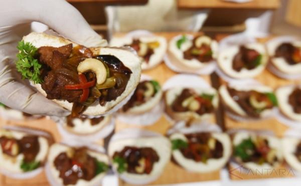 https: img-z.okeinfo.net content 2018 05 13 298 1897571 restoran-halal-indonesia-pertama-buka-di-rusia-6nktgX6ncu.jpg