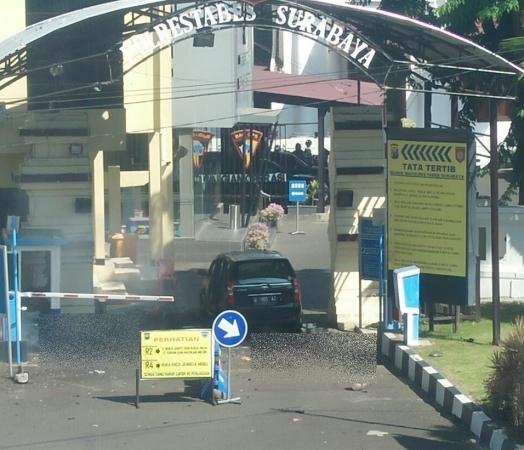 Ledakan bom di Mapolrestabes Surabaya. (Foto: Ist)