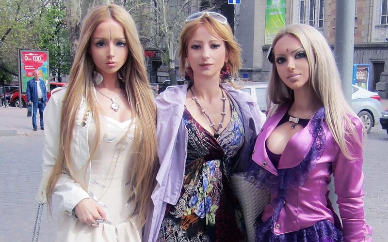https: img-z.okeinfo.net content 2018 05 15 196 1898681 dari-pecinta-barbie-sampai-binatang-ini-dia-3-keluarga-aneh-bin-ajaib-sedunia-VnRLGizx6u.jpg