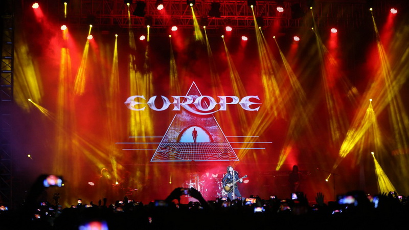 https: img-z.okeinfo.net content 2018 05 15 205 1898373 disambut-hangat-fans-rock-indonesia-europe-matur-suwun-uSfu4cAzZk.jpg