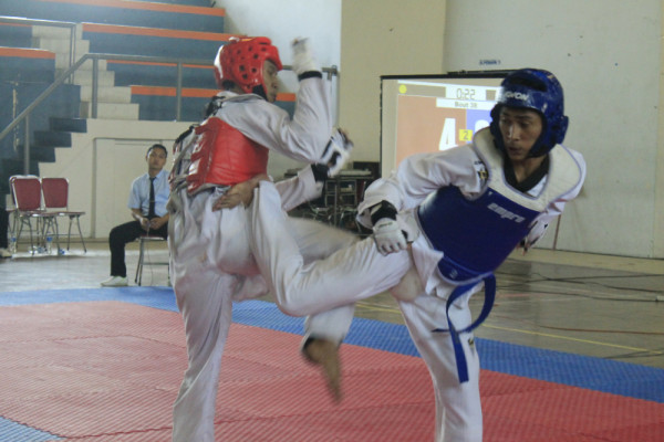 https: img-z.okeinfo.net content 2018 05 16 65 1899066 uns-juara-umum-taekwondo-indonesia-2018-Dpnxx8T8iX.jpg