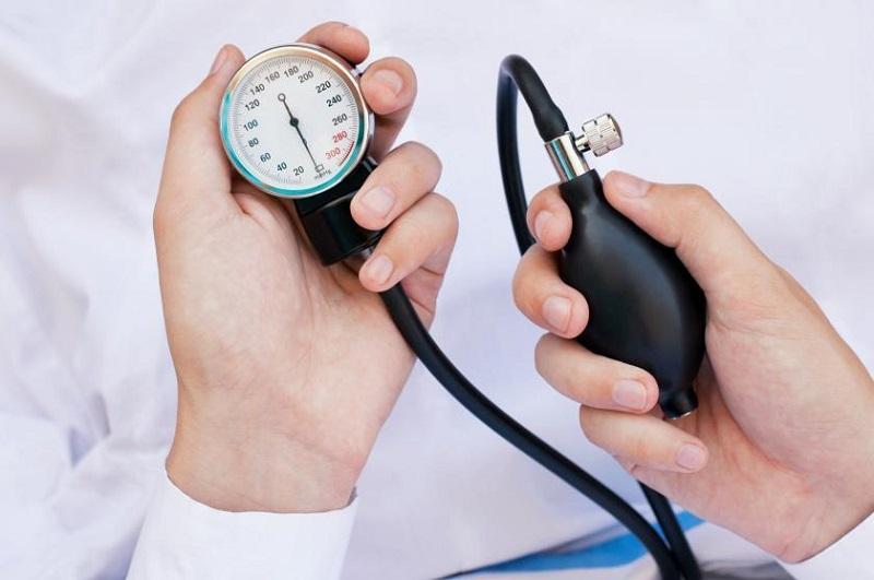 https: img-z.okeinfo.net content 2018 05 17 481 1899425 komplikasi-hipertensi-bisa-habiskan-biaya-ratusan-juta-ini-cara-mencegahnya-qCEo7IdZTA.jpg