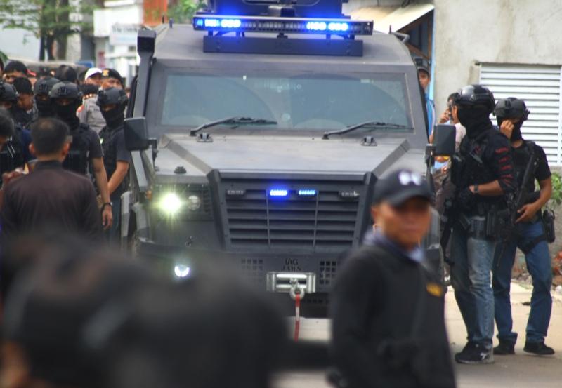 https: img-z.okeinfo.net content 2018 05 17 519 1899316 3-terduga-teroris-yang-ditangkap-di-probolinggo-terlibat-bom-surabaya-dan-sidoarjo-qxmEwa7apX.jpg
