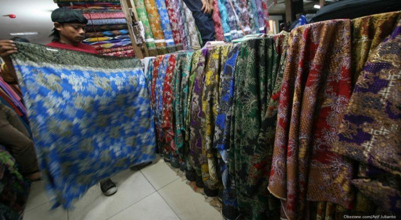 https: img-z.okeinfo.net content 2018 05 18 320 1899727 kuasai-pasar-dunia-ekspor-batik-indonesia-tembus-rp820-4-miliar-o9CM0u3dKC.jpg
