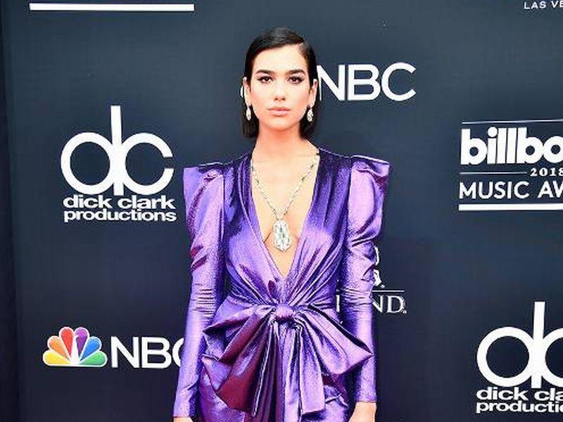 https: img-z.okeinfo.net content 2018 05 21 194 1900693 best-looks-di-red-carpet-billboard-music-award-2018-ada-yang-hampir-telanjang-dada-HQdGgs0aZv.jpg