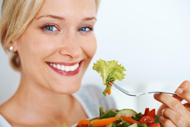 https: img-z.okeinfo.net content 2018 05 22 481 1901175 punya-riwayat-kolesterol-tinggi-ini-tips-jaga-pola-makan-selama-bulan-ramadan-9DmC4ans7Z.jpg