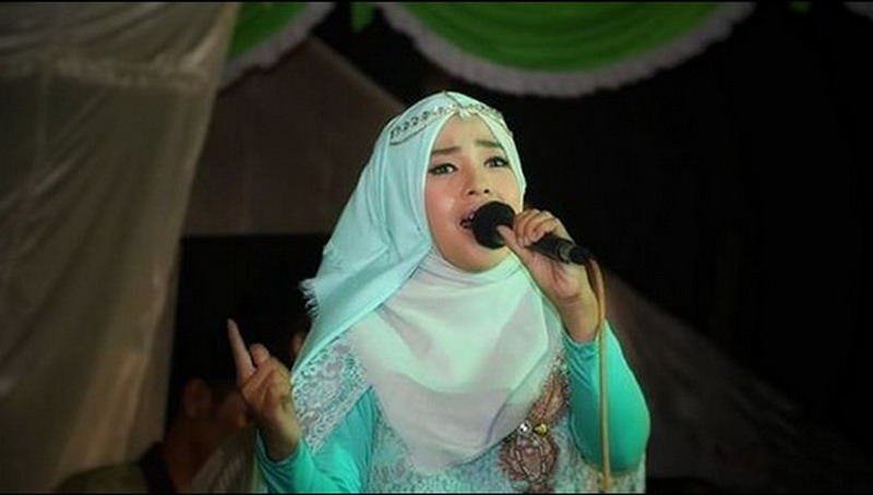 https: img-z.okeinfo.net content 2018 05 23 205 1901932 juarai-qori-di-asean-wafiq-azizah-ungkap-kerinduan-di-album-religi-KnF8CBthlr.jpg