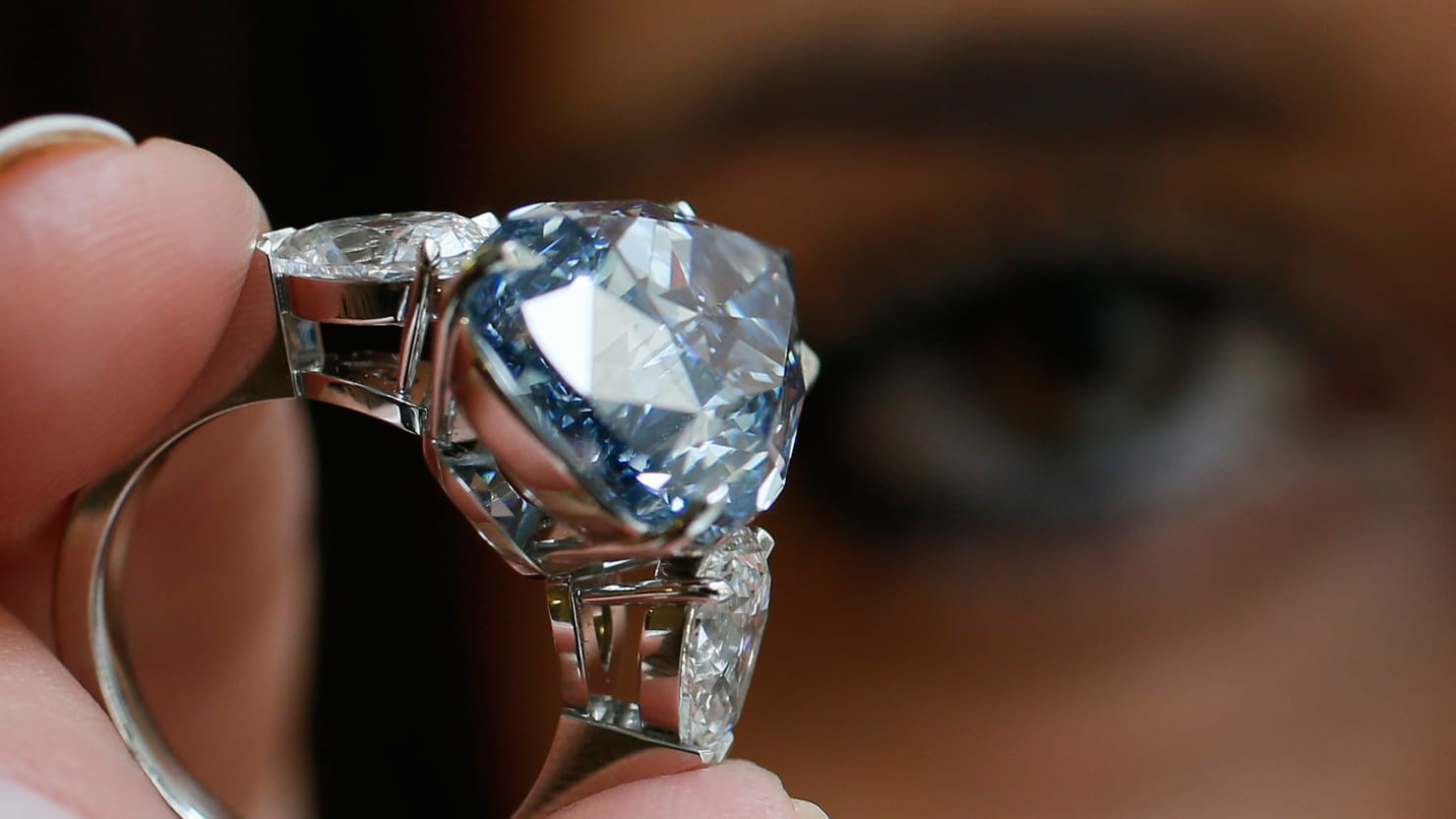 https: img-z.okeinfo.net content 2018 05 25 194 1902586 tips-rawat-perhiasan-berlian-biar-tetap-kinclong-qxsJZnw0He.jpg