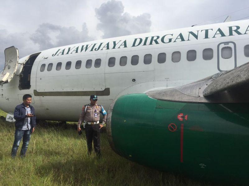 https: img-z.okeinfo.net content 2018 05 25 340 1902660 pesawat-kargo-jayawijaya-dirgantara-tergelincir-di-bandara-wamena-dN7WoGayYt.jpg