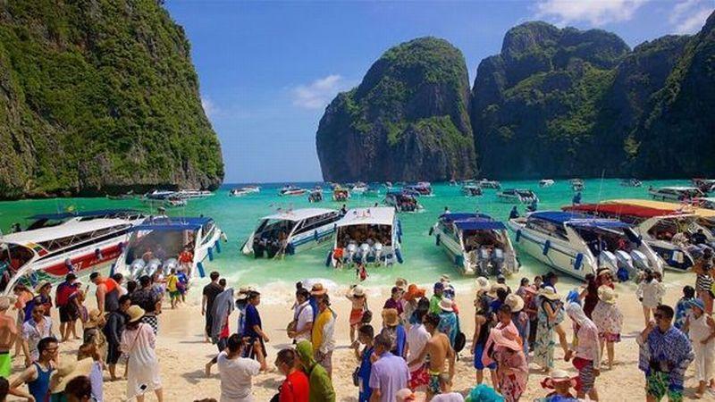 https: img-z.okeinfo.net content 2018 05 25 406 1902503 5-000-orang-berkunjung-tiap-hari-pantai-may-bay-ditutup-selama-4-bulan-nuG4kgnKIW.jpg