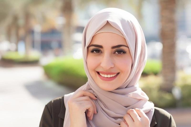 https: img-z.okeinfo.net content 2018 05 28 194 1903914 untuk-hijabers-pemula-ini-tips-memilih-hijab-biar-tetap-istiqomah-OxQVCR97ib.jpg