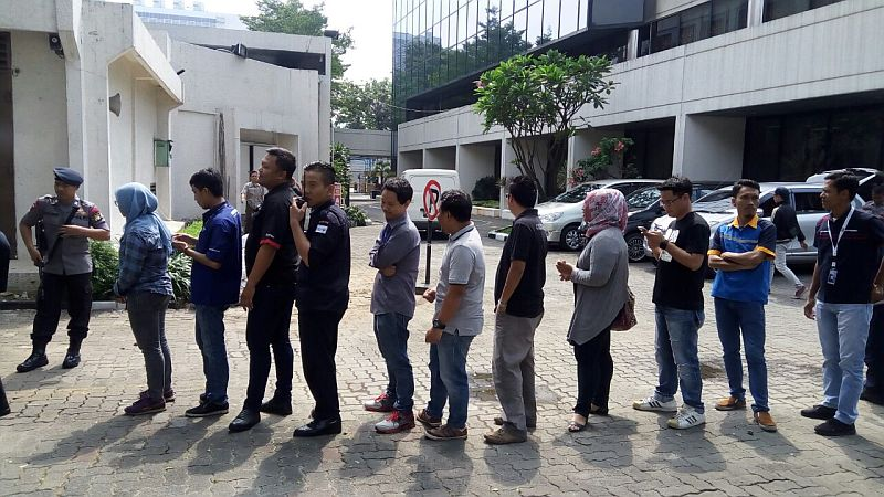 https: img-z.okeinfo.net content 2018 05 28 20 1903599 tukar-uang-baru-karyawan-mnc-serbu-mobil-bank-indonesia-NR6qzjF0Yl.jpg
