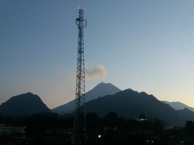 https: img-z.okeinfo.net content 2018 06 04 510 1906132 situasi-gunung-merapi-pagi-ini-keluarkan-asap-putih-pzNjWrXVbJ.jpg
