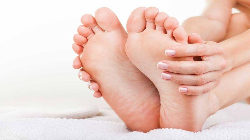 https: img-z.okeinfo.net content 2018 06 05 481 1906648 tips-rawat-telapak-kaki-agar-sehat-dan-lembut-salah-satunya-hindari-sepatu-berhak-tinggi-EhEpNhTpW2.jpg