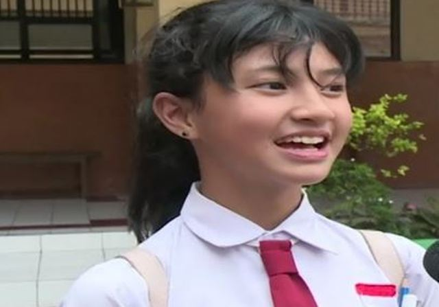 https: img-z.okeinfo.net content 2018 06 06 338 1907217 bocah-sd-ini-mendadak-viral-karena-kecantikannya-senyumnya-bikin-meleleh-iVAW3b7PE2.JPG