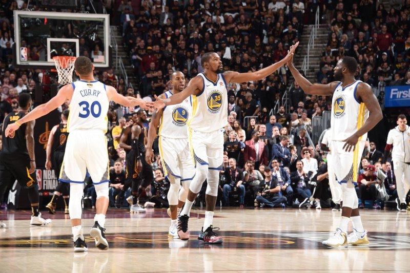 https: img-z.okeinfo.net content 2018 06 07 36 1907644 warriors-kembali-petik-kemenangan-atas-cavaliers-di-final-ketiga-nba-2017-2018-vZ8d4MPIiU.jpg