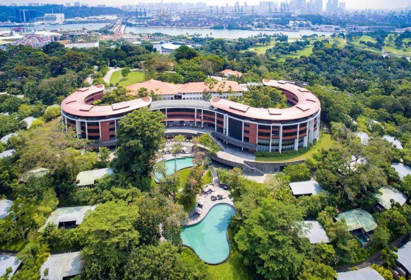 https: img-z.okeinfo.net content 2018 06 07 406 1907864 mewahnya-hotel-capella-bekas-zaman-kolonial-jadi-tempat-donald-trump-dan-kim-jong-un-bertemu-tMzpm67EPE.jpg