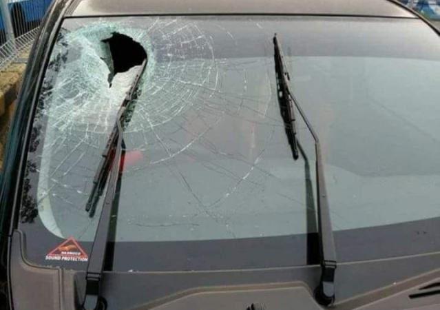 https: img-z.okeinfo.net content 2018 06 08 15 1908238 mobil-rusak-dilempari-batu-di-tol-japek-bisakah-di-cover-asuransi-5gZuYyeui6.jpg