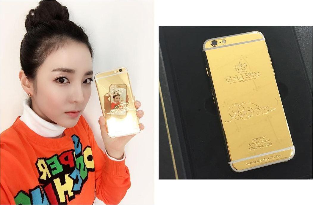 https: img-z.okeinfo.net content 2018 06 08 194 1908324 case-handphone-dari-emas-super-mahal-ala-bintang-kpop-bernilai-hingga-ratusan-juta-0vAf9N5nqt.jpg