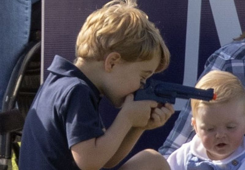 https: img-z.okeinfo.net content 2018 06 11 196 1909289 beredar-foto-anak-pangeran-william-kate-middleton-main-pistol-pistolan-netizen-protes-fFyekwAByg.jpg