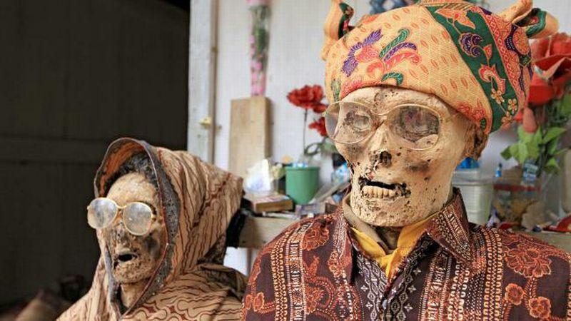 https: img-z.okeinfo.net content 2018 06 11 406 1909177 mendandani-jenazah-jadi-tradisi-orang-toraja-tiap-tahun-0zN8vBoVmi.jpg