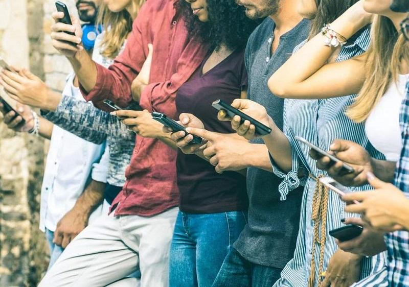 https: img-z.okeinfo.net content 2018 06 11 481 1909157 hati-hati-media-sosial-bikin-generasi-milenial-justru-merasa-kesepian-AqRImrBXWH.jpg