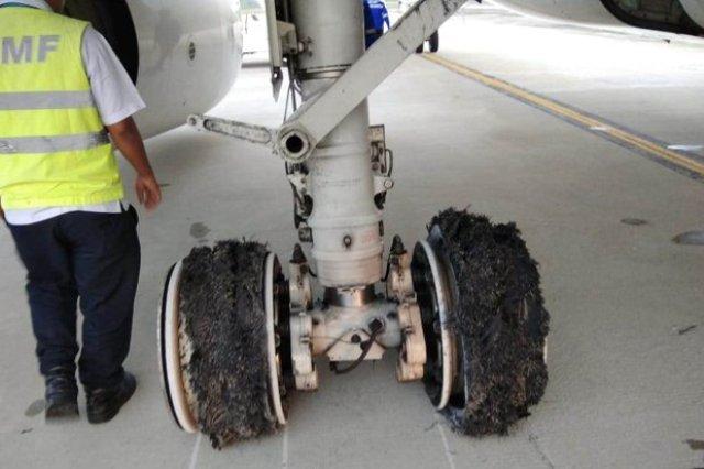 https: img-z.okeinfo.net content 2018 06 12 340 1909518 penerbangan-di-kualanamu-sempat-terganggu-akibat-garuda-pecah-ban-IybwcwAM47.jpg