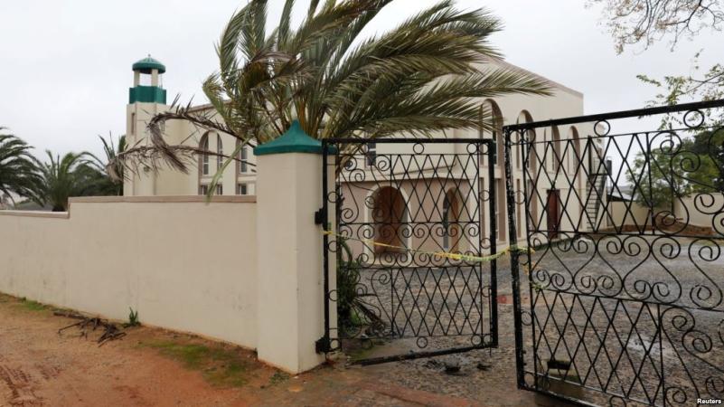https: img-z.okeinfo.net content 2018 06 14 18 1910545 penikaman-di-masjid-afrika-selatan-dua-orang-tewas-0v5RyVX2rb.jpg