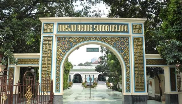 https: img-z.okeinfo.net content 2018 06 14 337 1910424 5-masjid-bersejarah-di-jakarta-yang-tepat-untuk-takbiran-kaqCru92nR.jpg