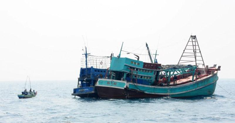 https: img-z.okeinfo.net content 2018 06 14 340 1910500 kapal-berisi-7-imigran-china-ditemukan-mengapung-kehabisan-bbm-di-kupang-lCzOHm63Uy.jpg
