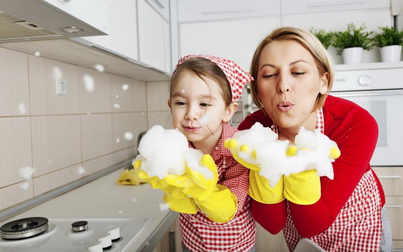 https: img-z.okeinfo.net content 2018 06 16 196 1910953 mumpung-pembantu-mudik-yuk-ajari-anak-anda-bersih-bersih-rumah-JJRay5iUqq.jpg