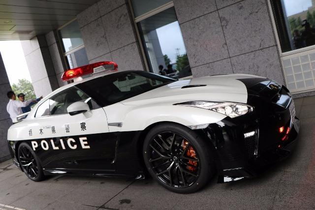 https: img-z.okeinfo.net content 2018 06 17 15 1911080 nissan-sumbangkan-sportcar-gt-r-untuk-patroli-polisi-AeHc0sJ8mT.jpeg