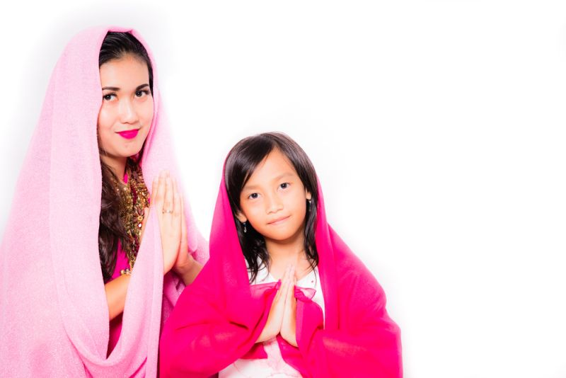 https: img-z.okeinfo.net content 2018 06 17 196 1911054 pakai-hijab-seharian-ini-7-trik-biar-rambut-tak-lepek-3SxTuKl29i.jpg