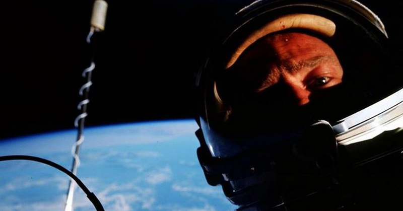 https: img-z.okeinfo.net content 2018 06 22 56 1912848 buzz-aldrin-foto-selfie-pertama-di-luar-angkasa-pada-1966-5HWl334dsE.jpg