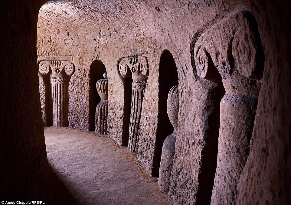 https: img-z.okeinfo.net content 2018 06 23 196 1913050 pria-ini-habiskan-23-tahun-gali-gua-bawah-tanah-hanya-menggunakan-palu-EvjYCVXUrA.jpg