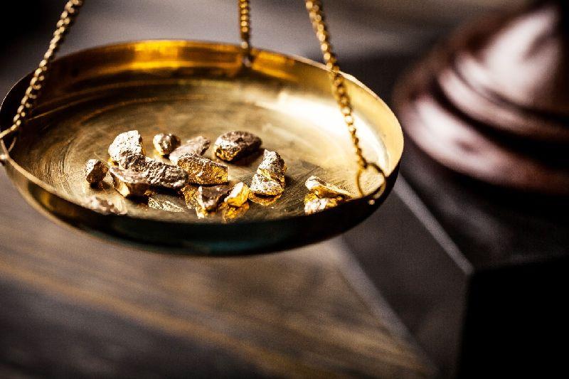 https: img-z.okeinfo.net content 2018 06 23 320 1913055 manfaatkan-penurunan-dolar-as-harga-emas-naik-tipis-aMbEBNz8JQ.jpg