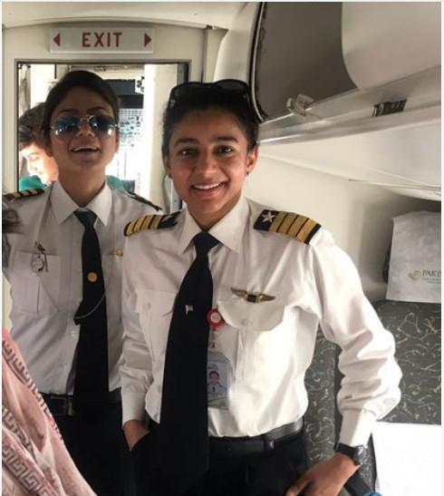 https: img-z.okeinfo.net content 2018 06 26 406 1914016 terbangkan-pesawat-di-rute-menantang-2-perempuan-pilot-pakistan-jadi-viral-di-sosmed-5wknKoi3tr.jpg
