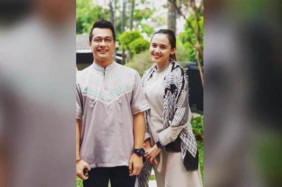 https: img-z.okeinfo.net content 2018 06 29 33 1915803 eza-gionino-akan-menikah-netizen-doakan-kasus-pemukulan-tak-terulang-aJSwja5pgM.png