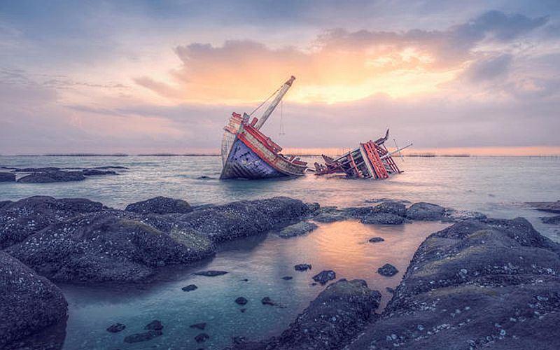 https: img-z.okeinfo.net content 2018 07 02 18 1916769 kapal-pengangkut-tki-tenggelam-di-malaysia-1-wni-tewas-18-masih-hilang-j4pz1BRHtB.jpg