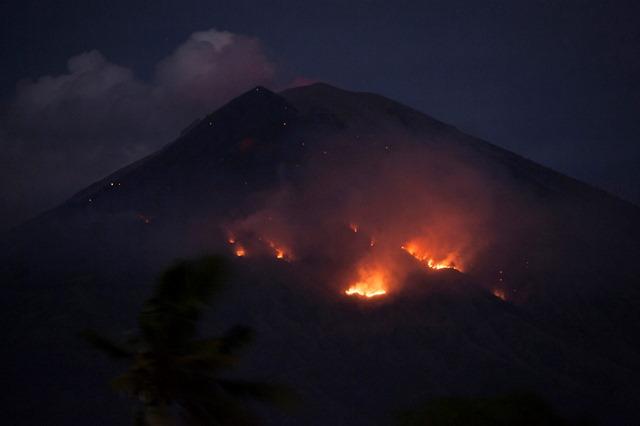 https: img-z.okeinfo.net content 2018 07 03 340 1917009 pvmbg-potensi-gunung-agung-meletus-mengeluarkan-lava-masih-tinggi-QsspA4cMZ8.jpg