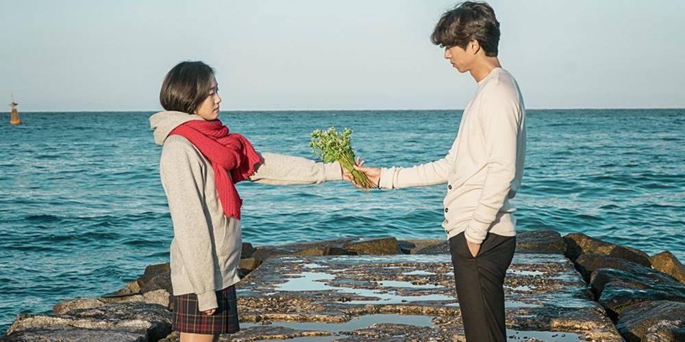 https: img-z.okeinfo.net content 2018 07 04 196 1917818 bikin-mewek-5-drama-korea-romantis-ini-punya-jalan-cerita-unik-PmNcCmEuMH.jpg