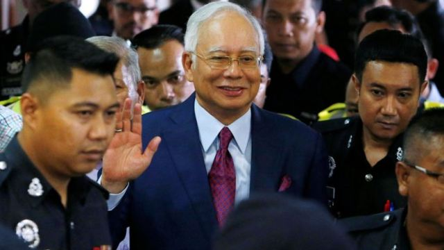 https: img-z.okeinfo.net content 2018 07 05 18 1918107 media-malaysia-pertanyakan-najib-razak-tak-gunakan-baju-oranye-saat-ditangkap-oCvbIP4GRA.jpg